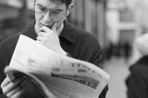 Os jornais, o ódio fabricado e a terceirização do ridículo