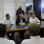 Representantes de trabalhadores e empresários entregam Termo de Compromisso do Piso Salarial ao governador Raimundo Colombo
