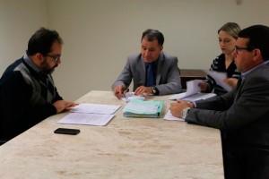 Procurador do Trabalho Luciano Leivas (à esquerda) reunido com o Deputado Darci de Matos e assessores parlamentares