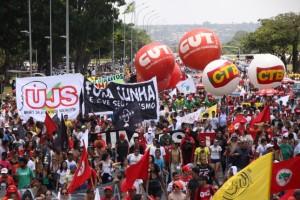 Movimentos sociais definem calendário de mobilização contra reformas de Temer