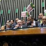 País golpeado: retrocessos marcam um ano de aceitação do impeachment