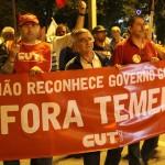 """Ato pede """"Fora Temer"""" e """"Diretas Já!"""" em Florianópolis"""