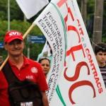 Jornal dos Trabalhadores com o diretor da FECESC Nadir Cardozo dos Santos