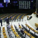 Câmara aprova ampliação do auxílio emergencial a famílias de baixa renda