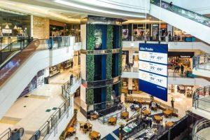 Lojas de shoppings que reabriram, apesar da pandemia, têm vendas pífias